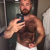 Musclé poilu plan gay à plusieurs